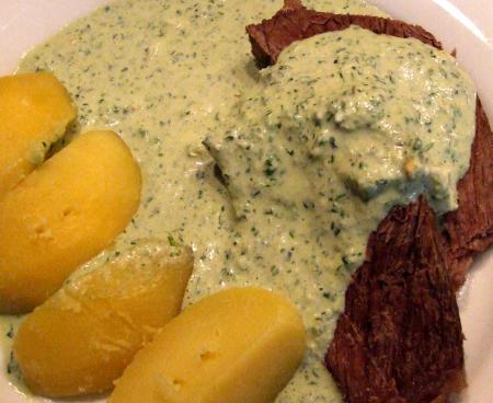 Echte Frankfurter grüne Soße mit Tafelspitz und Salzkartoffeln