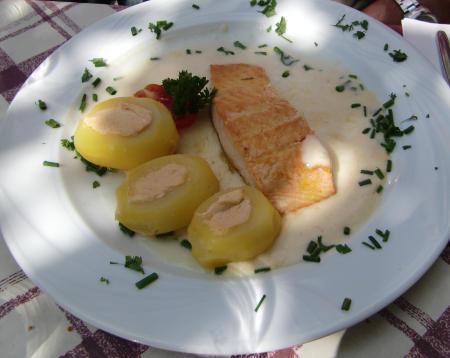 Lachs und gefüllte Kartoffeln