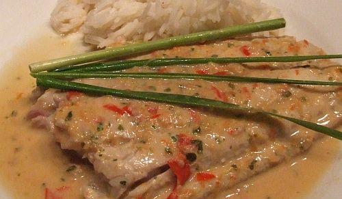 Fischfilet in scharfer Thai-Kokos-Soße