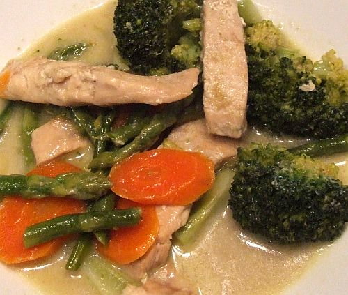 Lachs und Broccoli in Curry-Kokossoße