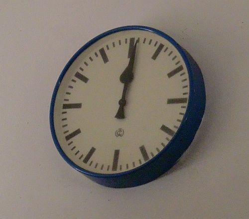 Stehengebliebene Uhr am Lorcher Bahnhof