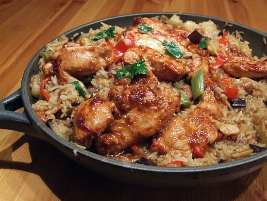 Asiatische Reispfanne mit Hähnchenbrust