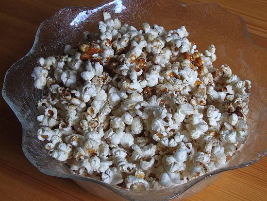 Hausgemachtes Popcorn mit Zucker