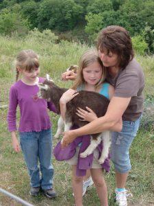 vor rechts: Marion mit Tochter und Vera