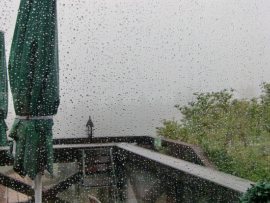 Verregnete Aussicht vom Herzberg (Blick aus der Berggasthof Herzberg)
