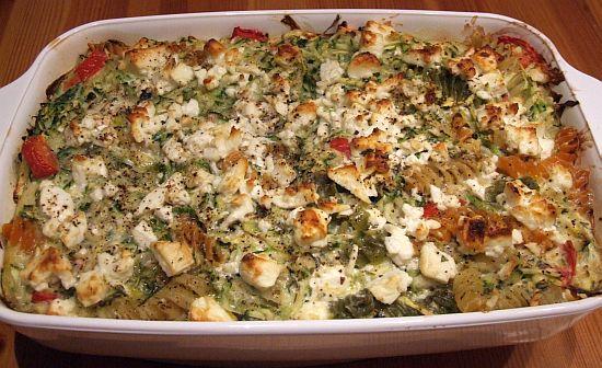 Nudelauflauf mit Zucchini, Feta und Minze