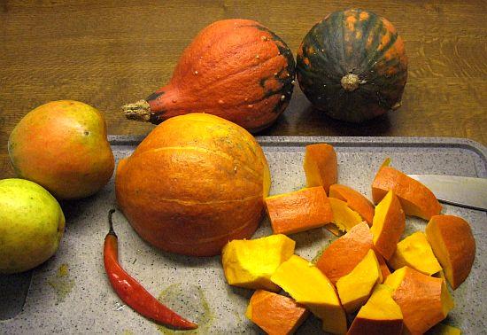 Zutaten für Kürbis-Kartoffelsuppe mit Apfel und Ingwer