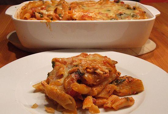 Nudelauflauf mit Rucola Tomaten und Feta