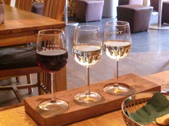 Die dreier Weinprobe im Gutsausschank Trenz