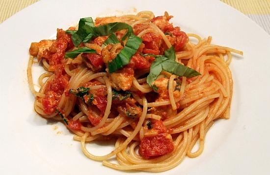 Foto: Spaghetti mit Hähchenbrust in Tomatensosse