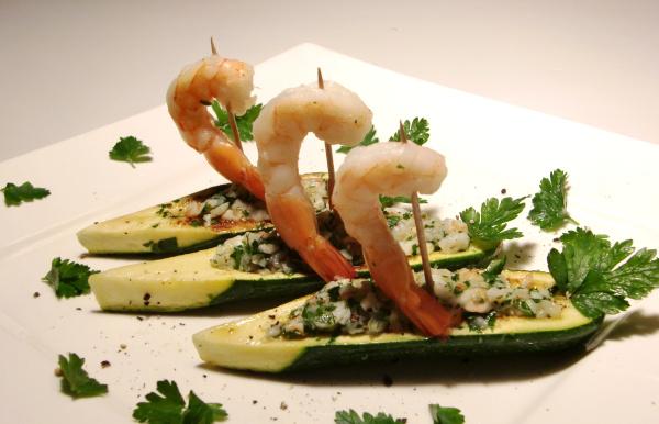 Crevettentartar auf Zucchinischiffchen