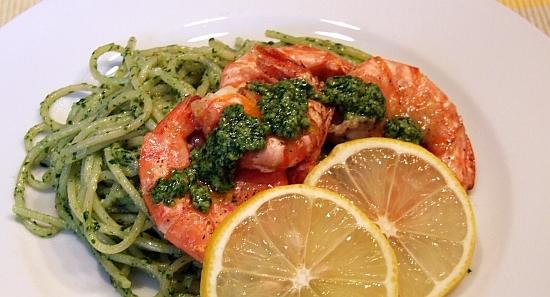 Foto: Spaghetti mit Koriander-Pesto und Garnelen
