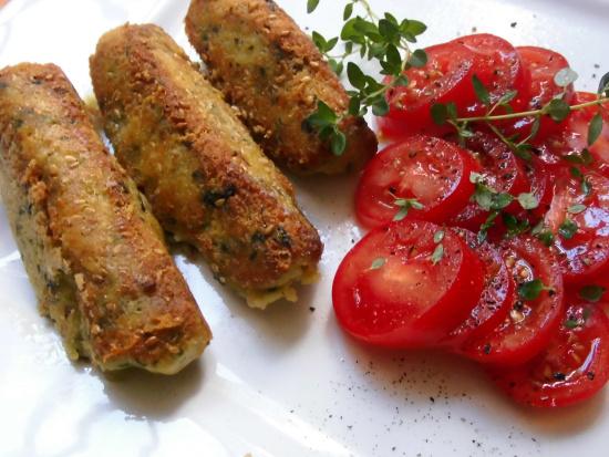 Kichererbsenröllchen im Parmesan-Sesam-Mantel