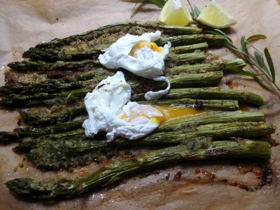 gebackener Spargel mit pochierten Eiern
