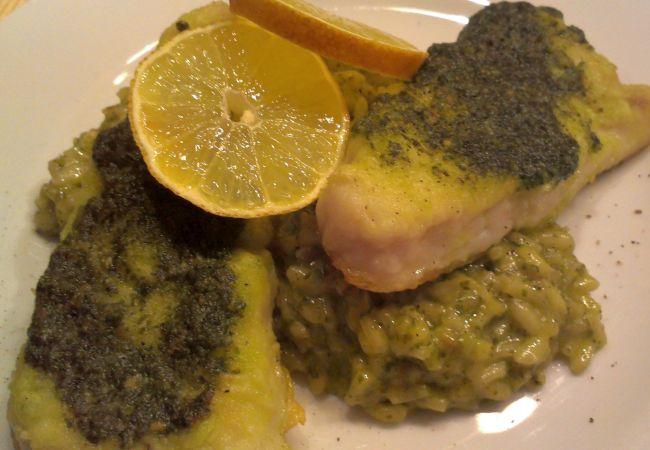Foto: Gebratener Fisch und Risotto mit Bärlauchpesto